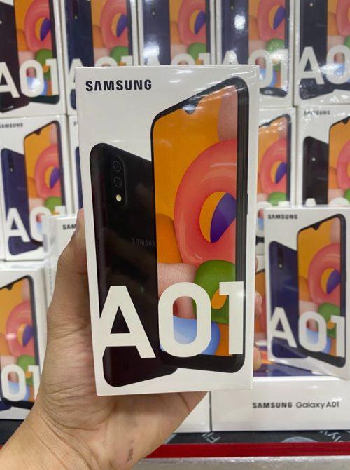 "Smartphone Samsung Galaxy A01 32GB - 2GB RAM Tela 5,7"" Câm. Dupla + Câm. Selfie 5MP"