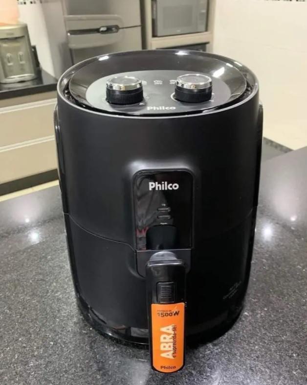 Fritadeira Elétrica sem Óleo/Air Fryer Philco – Gourmet Black PFR15P Preto 4L